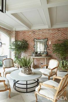 Love everything about this relaxing room. Walls, furniture..plants