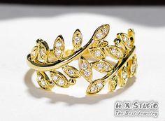 18K Diamond Vine Wedding Ring, 18K Gold Diamond Engagement Ring, Gold Diamond Leaf Band, Diamond Leaf Anniversary Ring, Nature Inspired Ring