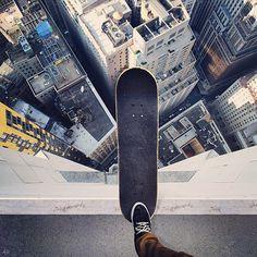屋上からスケートボード