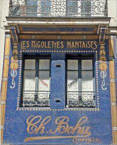 façade mosaïque de la confiserie les rigolettes Nantaises à Nantes