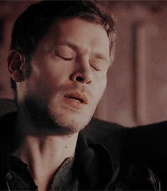 Seeing Klaus cry literally makes me want to cry too Klaus The Originals, Vampire Diaries The Originals, Joseph Morgan, Cute White Boys, Cute Boys, Werewolf Hunter, The Mikaelsons, Klaus And Caroline, Vampire Diaries Funny