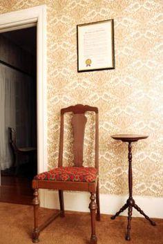 El método más fácil de quitar papel tapiz | eHow en Español