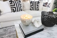 5 Easy Steps How to Incorporate Spring into Your Home Décor l Modern living roo Small Space Living Room, Living Room White, Rugs In Living Room, Living Room Arrangements, Living Room Furniture Arrangement, Living Room Decor Colors, Floor Seating, Living Room Flooring, Home And Deco