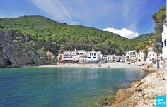 La cala de #SaTuna en #Begur, uno de los lugares más bonitos de la #CostaBrava. http://www.viajarabarcelona.org/ciudades-cercanas/costa-brava/