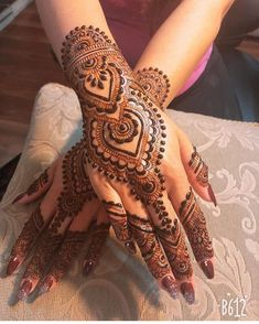 Rock The Party With These Classic Party Mehndi Designs - Toprelease - -You can find Mehndi and more on our website.Rock The Party With These Classic Party Mehndi Desi. Easy Mehndi Designs, Henna Hand Designs, Dulhan Mehndi Designs, Latest Mehndi Designs, Bridal Mehndi Designs, Mehandi Designs, Mehendi, Mehndi Designs Finger, Mehndi Designs For Beginners