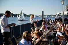 """Seeluft schnuppern, Pötte gucken und auch abends """"Moin"""" sagen - das ist Hamburg. Ein Gefühl für die Hansestadt aber bekommt man in den Vierteln, wo wilde..."""
