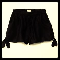 ARITZIA | black tie side shorts Made with beautifully soft and textured linen blend selected for its quality and signature drape 73% Viscose, 27% Ramie BLACK ONLY is available. other pictures are for fit reference // XS but fits like a S Aritzia Shorts