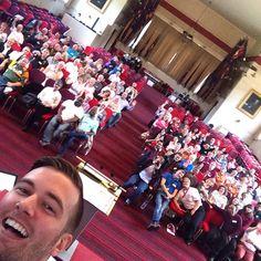 """Selfie zusammen mit einer Gruppe ehrenamtlicher Mitarbeiter für den """"Boundless Kongress 2015"""" -- das Event anlässlich des 150sten Jubiläums der internationalen Heilsarmee."""