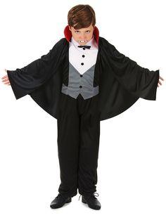 Déguisement vampire garçon Halloween : Ce déguisement Halloween de vampire pour garçon comprend une cape à collerette avec le plastron attaché.Le faux gilet blanc et gris avec boutons dessinés est... Halloween Vampire, Gray, White People, Black, Kids Costumes Boys, Buttons
