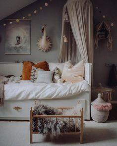 Baby Car Seats Safety Tips Spare Bed, Spare Room, Cozy Bedroom, Kids Bedroom, Nursery Decor, Room Decor, Kid Beds, Kids Decor, Kids Furniture