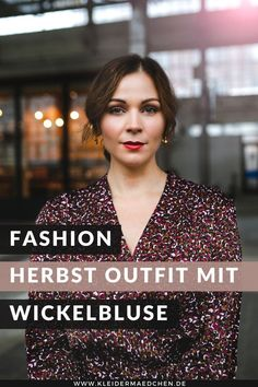 Werbung. Auf dem Kleidermaedchen Modeblog zeige ich dir ein Herbst Outfit mit Wickelbluse, Wollblazer und Bundfaltenhose. Zudem gebe ich dir Tipps, wo du schöne Wollblazer für den Herbst finden wirst. www.kleidermaedchen.de #herbstoutfit #wickelbluse #wollblazer #bundfaltenhose