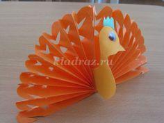Peacock papírů s rukou