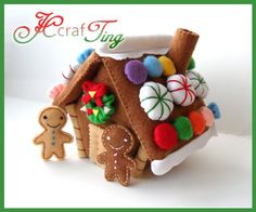 Looking around for new Gingerbread House plans, we came across a few that needed no cooking. Gingerbread Houses made from felt. Christmas Projects, Felt Crafts, Holiday Crafts, Holiday Fun, Felt Christmas Ornaments, Christmas Gingerbread, Gingerbread Men, Christmas Sewing, Handmade Christmas