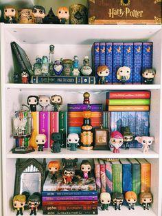 Potter Month: My Harry Potter Shelves - Super Space Chick Super Space Chick Harry Potter Display, Theme Harry Potter, Harry Potter Bedroom, Harry Potter Books, Harry Potter Fandom, Harry Potter World, Funko Pop Harry Potter, Hogwarts, Funko Pop Display