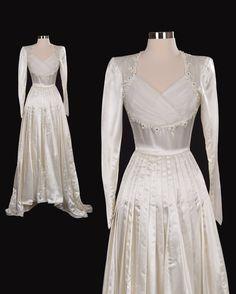 Old Fashioned Wedding Dresses, 40s Wedding Dresses, Wedding Gown Sizes, Wedding Dress Styles, 1940s Wedding, Fantasy Dress, Vintage Gowns, Retro Dress, White Satin