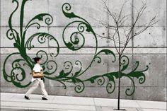Graffiti-artiesten die behept zijn met wat milieubewustzijn, laten steeds vaker de spuitbussen voor wat ze zijn: vervuilende ondingen vol giftige c...