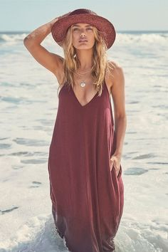 Visions of meadows are brought to mind by the Yours Tule Burgundy Maxi Dress! This burgundy Boho maxi has a relaxed-fit and convenient hidden front pockets. Casual Summer Dresses, Casual Dresses For Women, Cute Dresses, Dress Casual, Summer Outfits, Maxi Dresses, Long Dresses, Winter Outfits, Black Dress Outfits