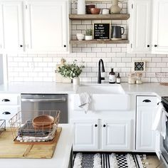 New kitchen decor black and white subway tiles ideas Kitchen Decor, Kitchen Inspirations, New Kitchen, Small Space Kitchen, Kitchen Tiles Design, Home Kitchens, Kitchen Design Small, Kitchen Remodel, Kitchen Renovation