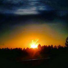 Reposting @kaikela: Have the most relaxing weekend everybody! Here's a sunset with smoking sun. - #sunsetporn #sunsetsniper #sunsetsky #sunset_ig #finland_photolovers #finland_bestsunset #oulu #auringonlasku #sonnenuntergang #solnedgång #landscapelovers #maisema #nature #pilvet #instasky #igers #dramaticsky #picofday #SEPTEMBER #autumn