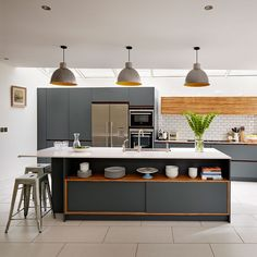 Looking for grey kitchen ideas? If you're looking for an alternative to white kitchen units, you can't go wrong with grey cabinetry and grey kitchen tiles Grey Kitchen Designs, Modern Kitchen Design, Kitchen Contemporary, Kitchen Units, Open Plan Kitchen, Kitchen Island, Island Stools, Kitchen Cupboards, Kitchen Walls