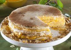 Receita de Mil-folhas Portuguese Desserts, Portuguese Recipes, Portuguese Food, Cupcake Recipes, Baking Recipes, Delicious Desserts, Yummy Food, Fun Food, Easy Party Food