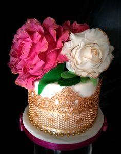 By: yumjoy - melinacavras      Sugarpaste Gumpaste Flowers - edible flowers - chocolate  cake
