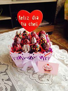 #canasta de #fresas decoradas para regalar por el día de la #madre. Gracias Sra. Diana por la confianza de siempre. #mother #mom #miskitrujillo