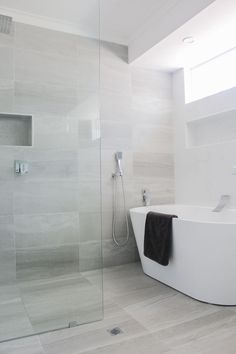 Modern Bathroom Tile, Classic Bathroom, Bathroom Design Luxury, Bathroom Trends, Modern Bathroom Design, Modern Bathroom Inspiration, Tile For Small Bathroom, Bathroom With Shower And Bath, Small Luxury Bathrooms