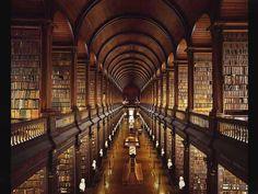 C'est la bibliothèque du Trinity College, à Dublin! © Agmet Ertuo !