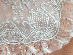 Articles vendus > Lingerie fine ancienne,accessoires.. > LINGE ANCIEN /Somptueux mouchoir de dame en linon richement ouvragé avec dentelle Valenciennes - Linge ancien - Passion-de-Blanc - Textiles anciens
