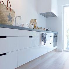 modern one wall white kitchen My Kitchen Rules, New Kitchen, Kitchen Grey, Kitchen Interior, Kitchen Decor, Küchen Design, House Design, Home Living, Minimalist Home