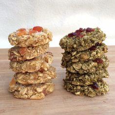 Grundrezept für sehr gesunde, vegane Cookies. Das Beste: ihr benötigt nur 2 Zutaten, könnt die Cookies aber nach Belieben aufpeppen.