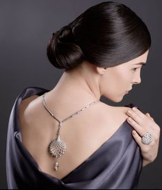 5a8fa2774 The Cartier necklace in all its striking glory, perfectly accentuating the  neckline and back.