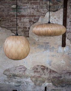 Ein Spiel aus Licht und Material Wenn man, wie die Designer der Firma Dutch Bone, auf der Suche nach Inspiration für neue Styles und Materialien durch die Welt reist, können schon Ideen für unkonventionelle Kombination auftauchen....