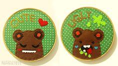 Quadro bastidor duplo, Cute and Ugly é um design super fofo que eu fiz pra vc que curte o mundo do toy art..  Ambos são vendidos juntinhos pra enfeitar sua parede de forma divertida e única.   Você tb pode fazer seu pedido com o fundo em cores e estampas diferentes.  Bordado a mão em bastidor de madeirinha. R$60,00