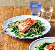 Try this healthy dinner dish of wholemeal noodles, peppers, leeks and spinach and salmon fillets. It's ready in under 25 minutes Pineapple Curry, Bbc Good Food Show, Salmon And Rice, Ginger Salmon, Ginger Benefits, Bbc Good Food Recipes, Salmon Fillets, Food Shows