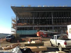 @PennStateMHKY Glass is being installed on the east side of #PegulaIceArena. #WeAre pic.twitter.com/53FCOCUi