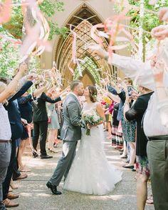 Wedding Pics 8 Amazing Wedding Send-Off Ideas That Won't Create A Mess Wedding Send Off, Wedding Bells, Diy Wedding, Dream Wedding, Wedding Ideas, Wedding Favors, Rustic Wedding, Wedding Recessional, Wedding Exits