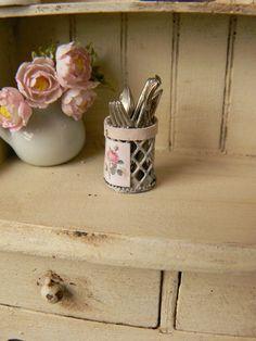 Cesta de alambre para cubiertos  Casa de muñecas por MiniEdenTienda