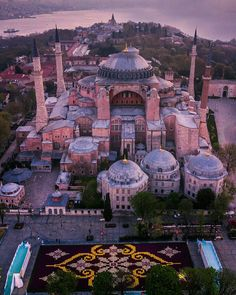 The 26 best photos of Istanbul ever taken - nactumu Abu Dhabi, Hagia Sophia Istanbul, S Bahn, Turkey Travel, Turkey Tourism, Islamic Architecture, Istanbul Turkey, Weekender, Night Life