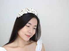 If you love statement headband and you also love flowers, this chunky floral headband will make you feel effortlesly feminine, versatile, and modern chic DETAILS: Width 17cm / 6.7inches (it can be expand up to 2,5cm or 1 inch) Lenght 18cm / 7inches Adjustable for any of adults head size, just like Bridal Hairpiece, Wedding Headband, Metal Headbands, Floral Headbands, Wedding Hair Flowers, Bridal Flowers, Hair Garland, Floral Hair, Hair Pieces
