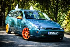 Green Ford Focus mk1 before facelifting with TN1 orange rims! Sooo good!