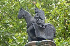 Esterno Temple Church *** Temple Church, a Londra la chiesa dei Templari *** #Londra #London #TempleChurch *** 2 Templari a cavallo
