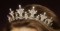 The Festoon Tiara: Was a gift to Princess Anne from the World Wide Shipping Group when she christened one of their ships in 1973. Princess Anne has worn it frequently. It was the piece she loaned her daughter-in-law, Autumn Phillips on her wedding day.