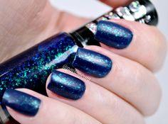 Esmalte azul royal com acabamento flocado e acabamento matte. Esmalte Twist da Hits Speciallità