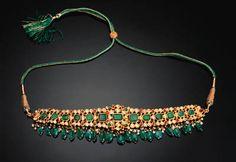 Gold and emerald choker Modern Jewelry, Gold Jewelry, Jewelery, Cz Jewellery, Indian Necklace, Gold Necklace, Traditional Indian Jewellery, Pakistani Jewelry, Indian Jewelry Sets