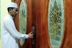 Inilah Alasan Kenapa Ketika Magrhib di Anjurkan Menutup Pintu Rumah http://www.faktapedia.net/2017/03/inilah-alasan-kenapa-ketika-magrhib-menutup-pintu.html
