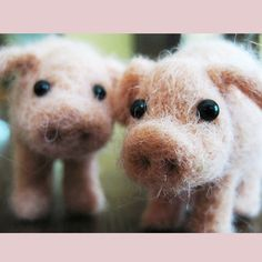 This little piggy needle felted animal fiber door TCMfeltDesigns, $28.00