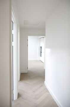 whitewashed herringbone wood floros in hallway decor with white walls, White Linen Walls & Pale Lime Wash Fishbone Flooring Living Room Interior, Interior Design Living Room, Living Room Flooring, Design Bedroom, Planchers En Chevrons, Floor Design, House Design, Interior Design And Construction, Herringbone Wood Floor