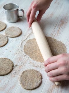 karjalanpiirakat-vaihe-3 Lidl, Rolling Pin, Rolls, Recipes, Bebe, Buns, Recipies, Bread Rolls, Ripped Recipes